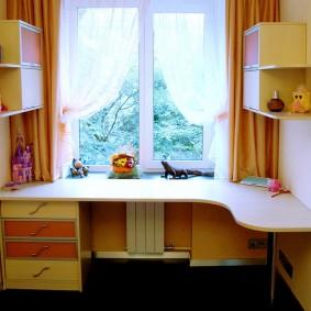 Table d'angle en bois aggloméré de qualité pour enfants