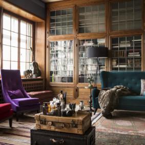 Bibliothèques hautes dans une salle de style anglais