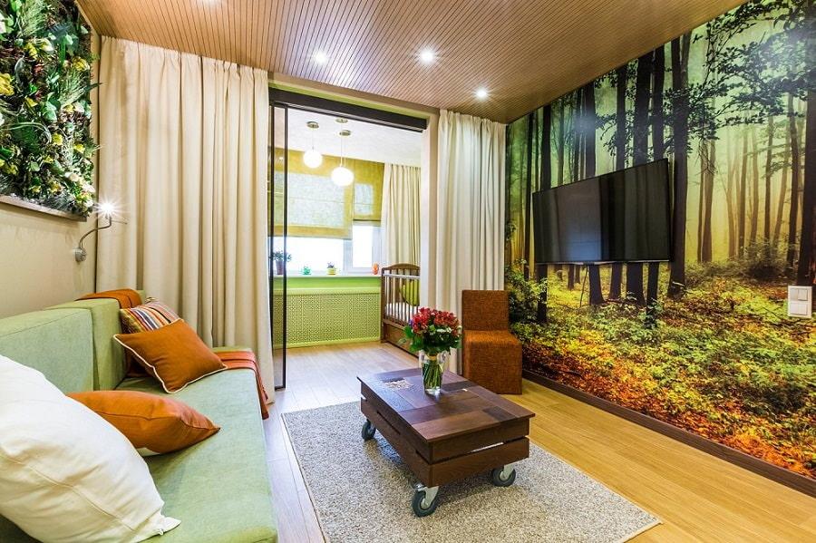 TV sur le mur du salon avec papier peint photo