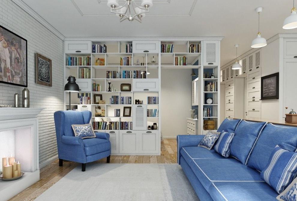 Tủ sách màu trắng trong hội trường với một chiếc ghế sofa màu xanh