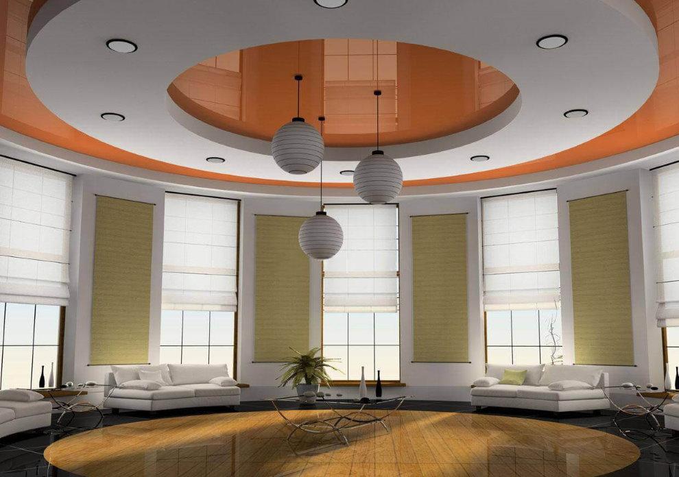 Plafond combiné à deux niveaux dans une grande salle