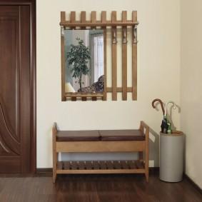 cintres muraux dans le décor du couloir