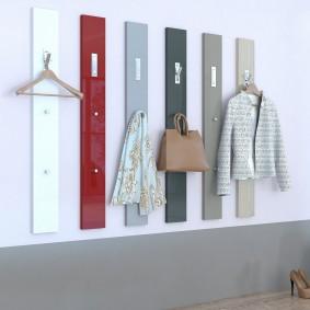 cintres muraux dans le décor de couloir