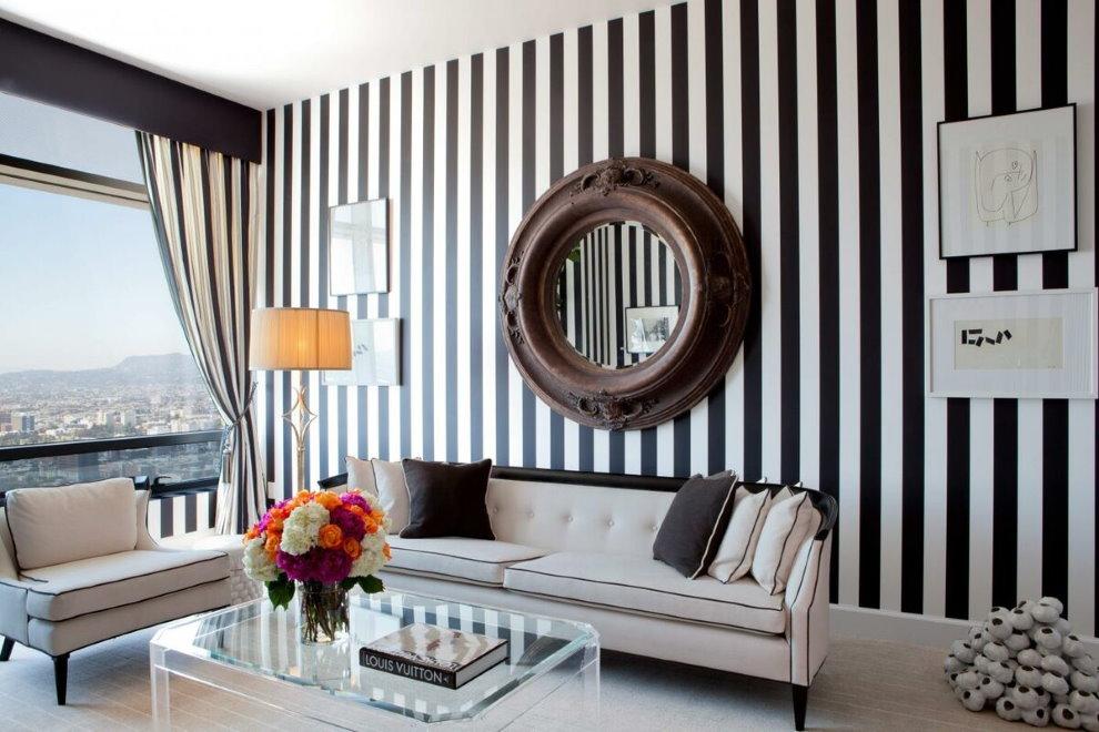 Miroir à bord massif sur papier peint à rayures