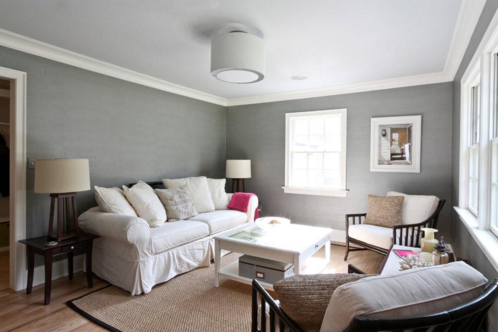 Papier peint gris dans le salon d'une maison privée