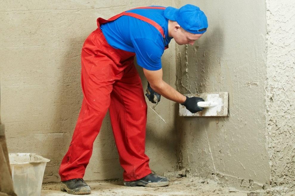 Plâtrer les murs du salon