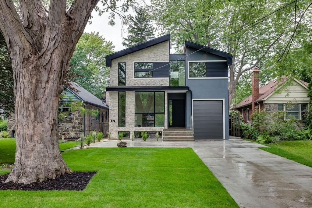 Maison moderne sur un terrain de 8 acres