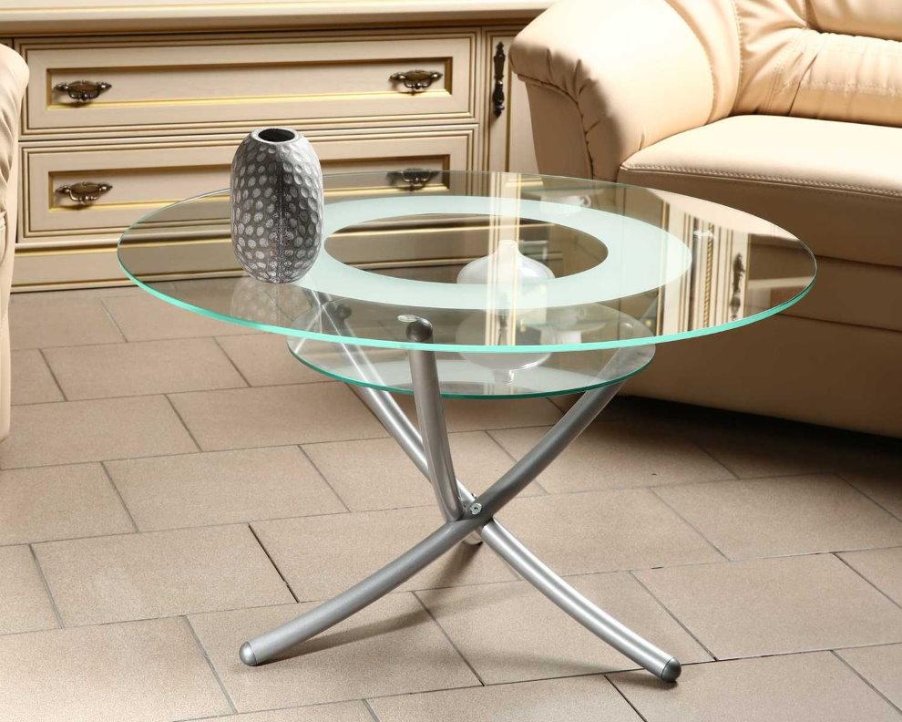 Petite table basse avec une surface transparente