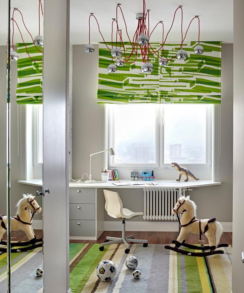 Rideau vert sur tableau blanc