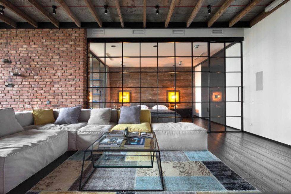 Sofa lớn trong phòng kiểu gác xép