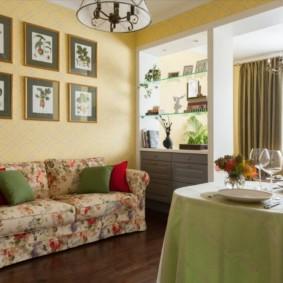 Khăn trải bàn màu xanh nhạt trên bàn bếp