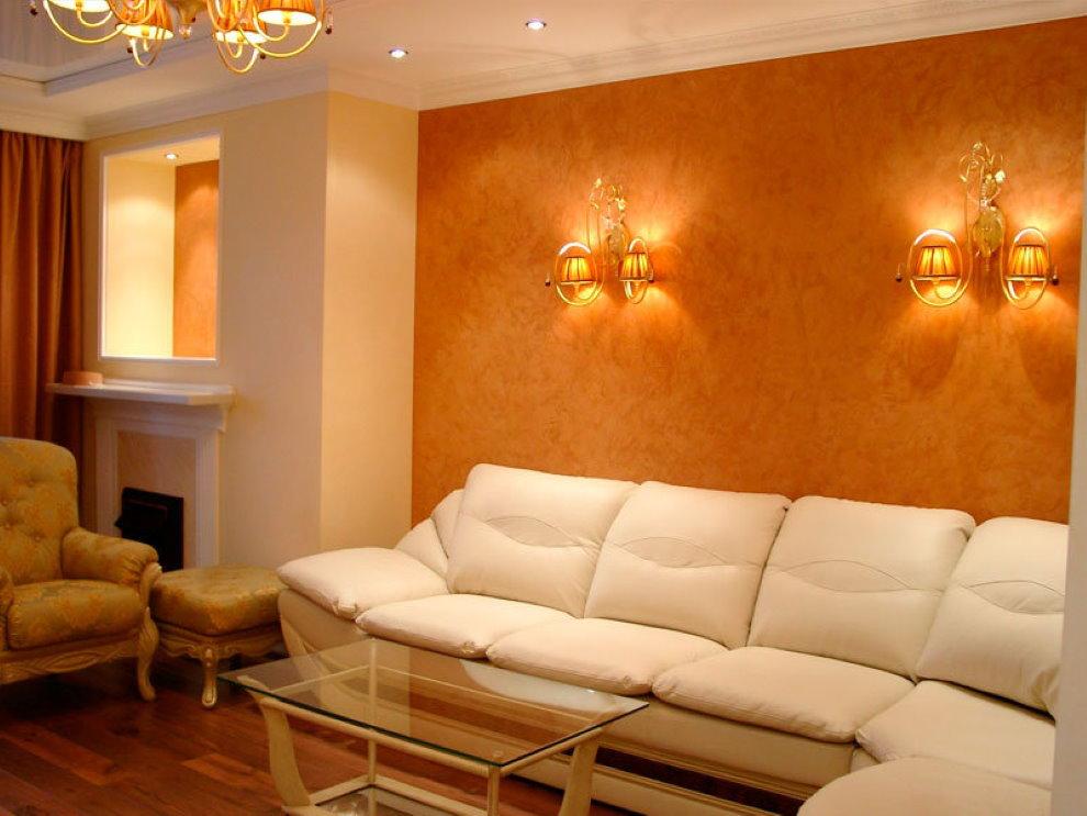 Décoration murale derrière le canapé avec du papier peint liquide