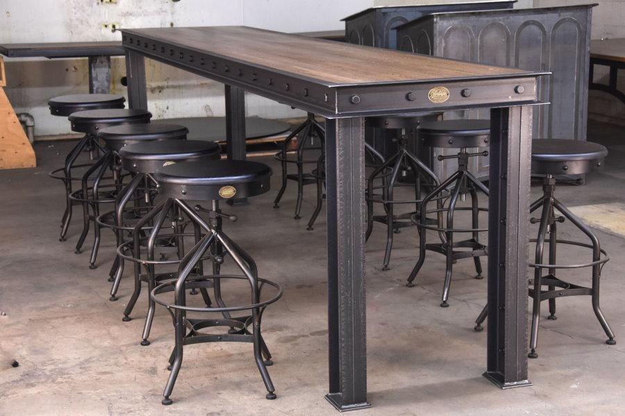 Barre en métal de style loft pour le salon