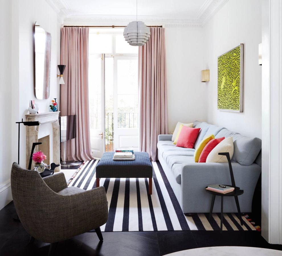 Un salon confortable de 18 mètres carrés dans un style moderne