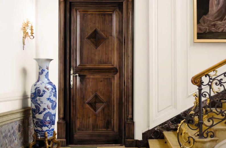 photo de décoration de porte d'entrée en bois
