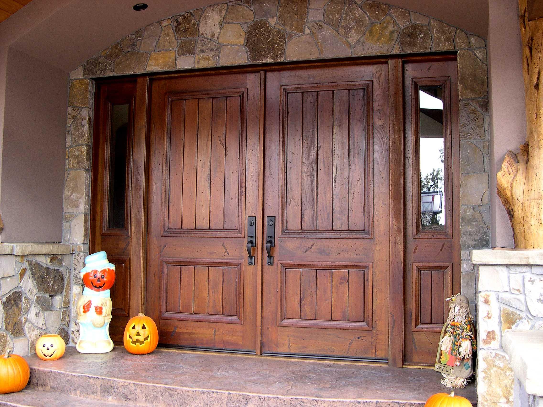 porte en bois à double entrée