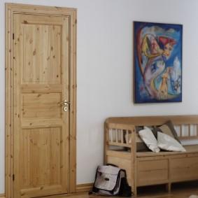 dégagement de porte d'entrée en bois