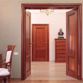 idées de décoration de porte d'entrée en bois