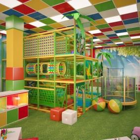 les enfants jouent à la salle des idées