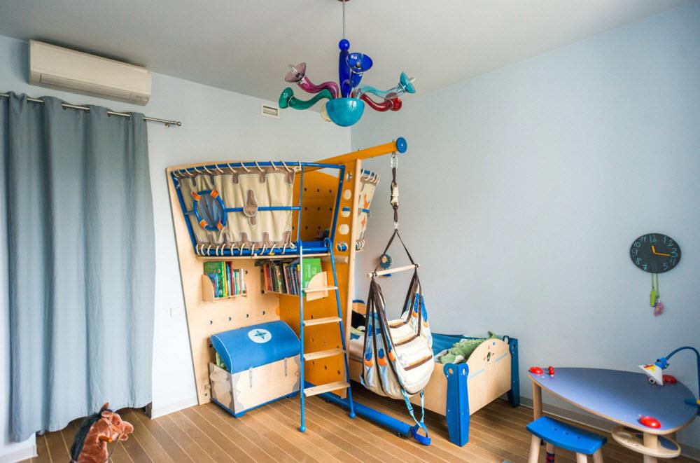 Chambre d'enfant avec décoration murale en verre