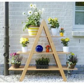 Étagère en bois pour placer des pots de fleurs