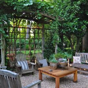 Aire de repos au fond d'un jardin privé