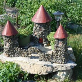 Château de conte de fées à partir de matériaux improvisés