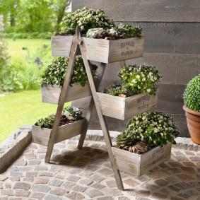 Étagère en bois pour bacs à fleurs