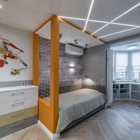 Lumières linéaires au plafond de la pépinière