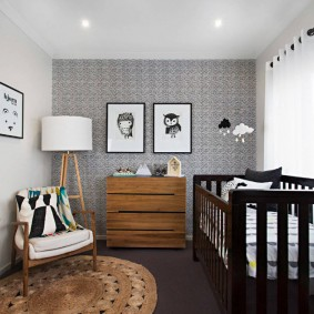 Papier peint gris clair dans la chambre des enfants