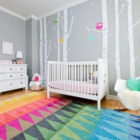 Tapis lumineux dans une chambre de bébé