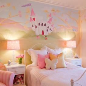 Peinture murale de fée dans la chambre d'un enfant