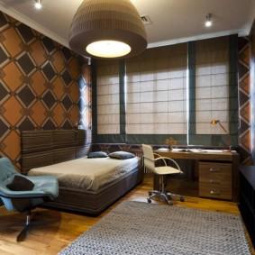 Chambre élégante avec papier peint marron