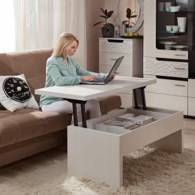 Table d'ordinateur portable avec plateau de table élévatrice