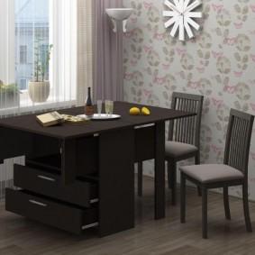 Table d'armoire avec tiroirs pratiques