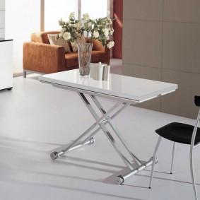 Table pliante avec pieds chromés