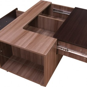 La table basse originale pour le hall de l'appartement