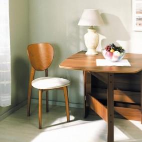 Lampe de table sur table