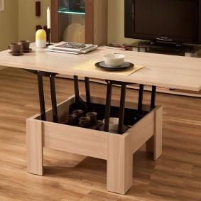 Modèle peu coûteux d'une table pliante