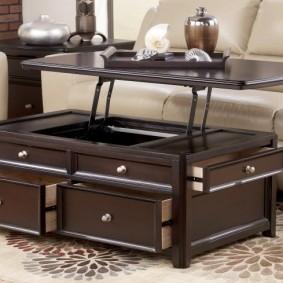 Table élégante pour un salon dans un style classique