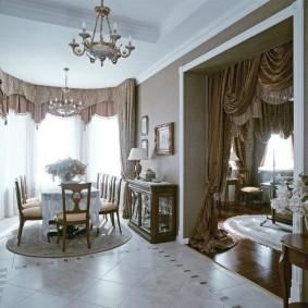 Décor rideaux de porte dans le salon