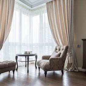 Salon baie vitrée avec rideau en tulle