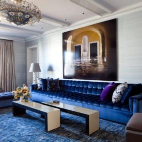 Tapis bleu dans un salon moderne