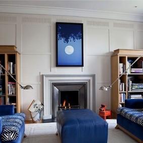 Image bleue au dessus de la cheminée du salon