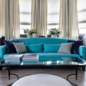Canapé direct dans la chambre avec baie vitrée
