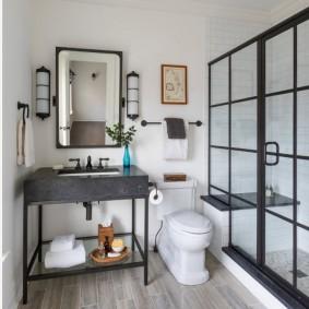 Miroir rectangulaire sur un lavabo élégant