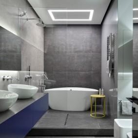 Petite salle de bain avec podium bas