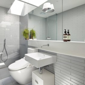 Lavabo carré dans une salle de bain moderne