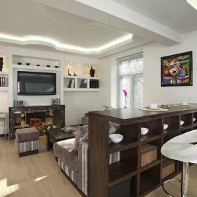 Comptoir de bar avec étagères pour la vaisselle