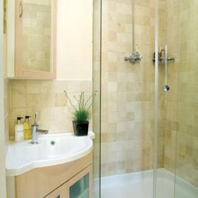 Portes vitrées d'une cabine de douche
